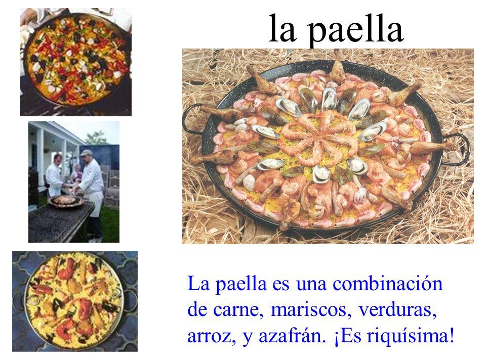 la paella La paella es una combinación de carne, mariscos, verduras, arroz, y azafrán. ¡Es riquísima!