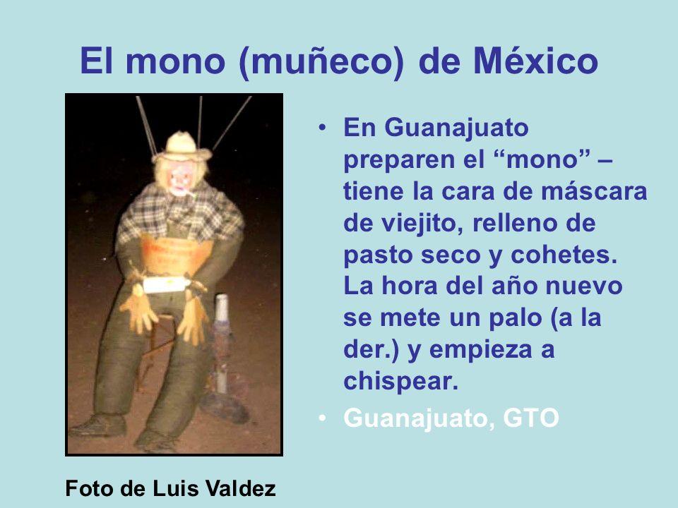 El mono (muñeco) de México En Guanajuato preparen el mono – tiene la cara de máscara de viejito, relleno de pasto seco y cohetes. La hora del año nuev
