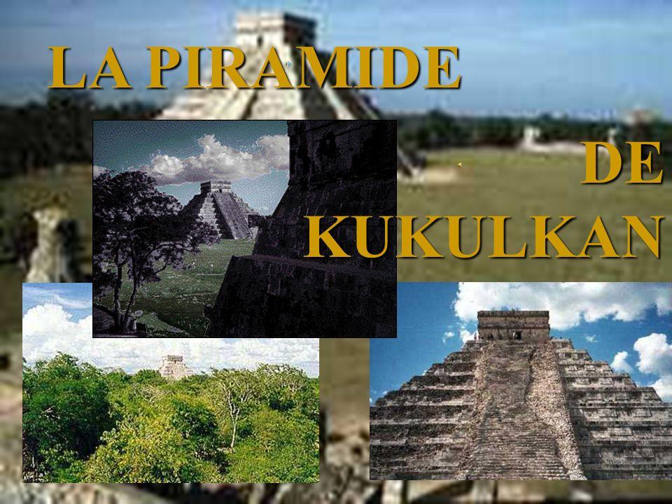 En el centro de la nueva ciudad, se encuentra El Castillo, la gran pirámide-templo de Kukulkcán, con sus cuatro grandes escalinatas axiales, formando