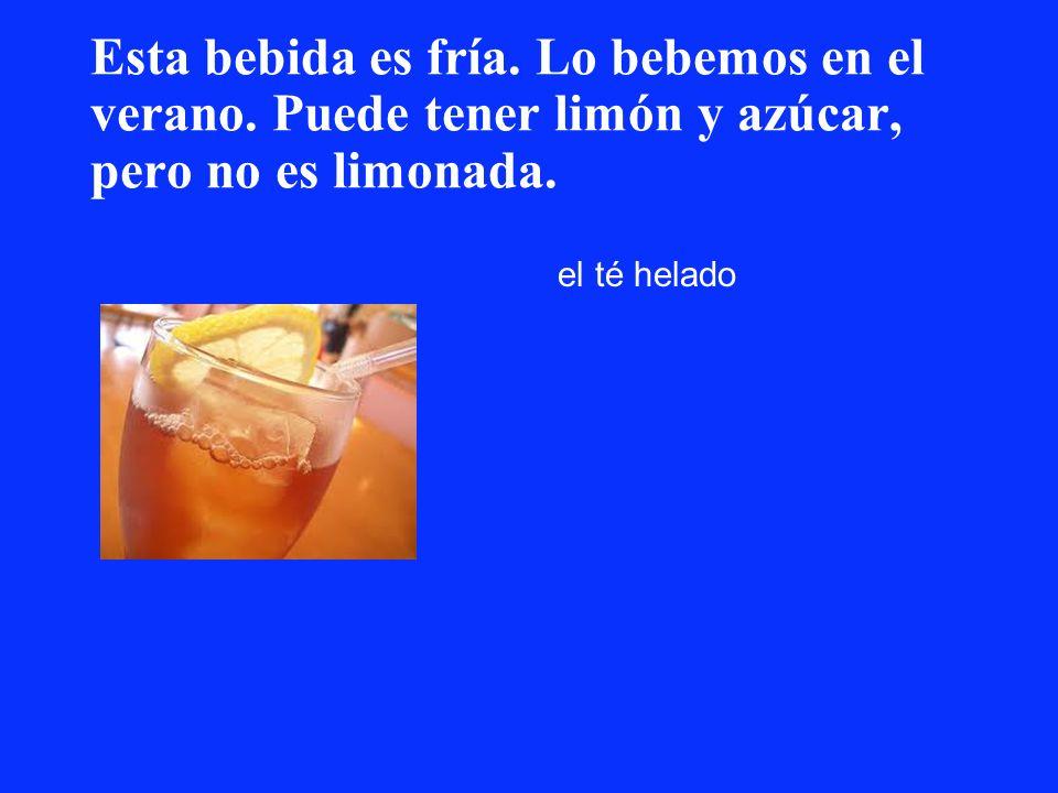 Esta bebida es fría. Lo bebemos en el verano. Puede tener limón y azúcar, pero no es limonada. el té helado