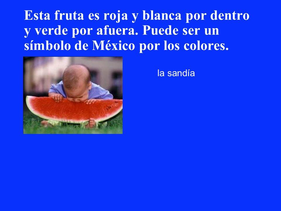 Esta fruta es roja y blanca por dentro y verde por afuera. Puede ser un símbolo de México por los colores. la sandía