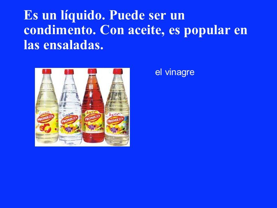 Es un líquido. Puede ser un condimento. Con aceite, es popular en las ensaladas. el vinagre