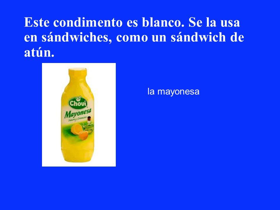 Este condimento es blanco. Se la usa en sándwiches, como un sándwich de atún. la mayonesa
