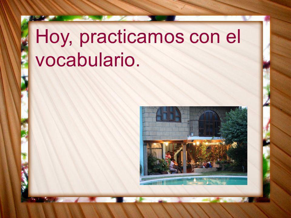 Cuaderno de actividades, p.52 1.Se llama Martín. 2.Javier puso la maleta en la cama.