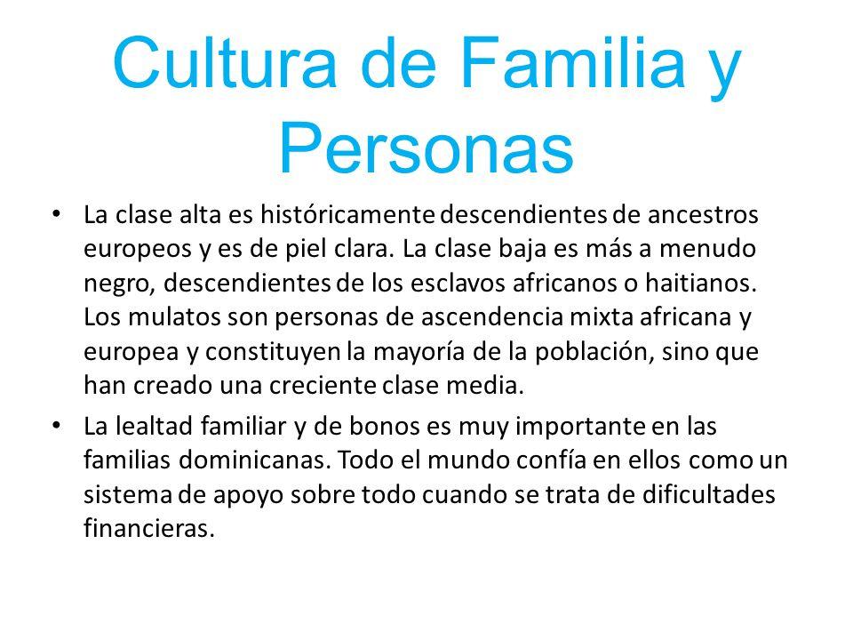 Cultura de Familia y Personas La clase alta es históricamente descendientes de ancestros europeos y es de piel clara. La clase baja es más a menudo ne