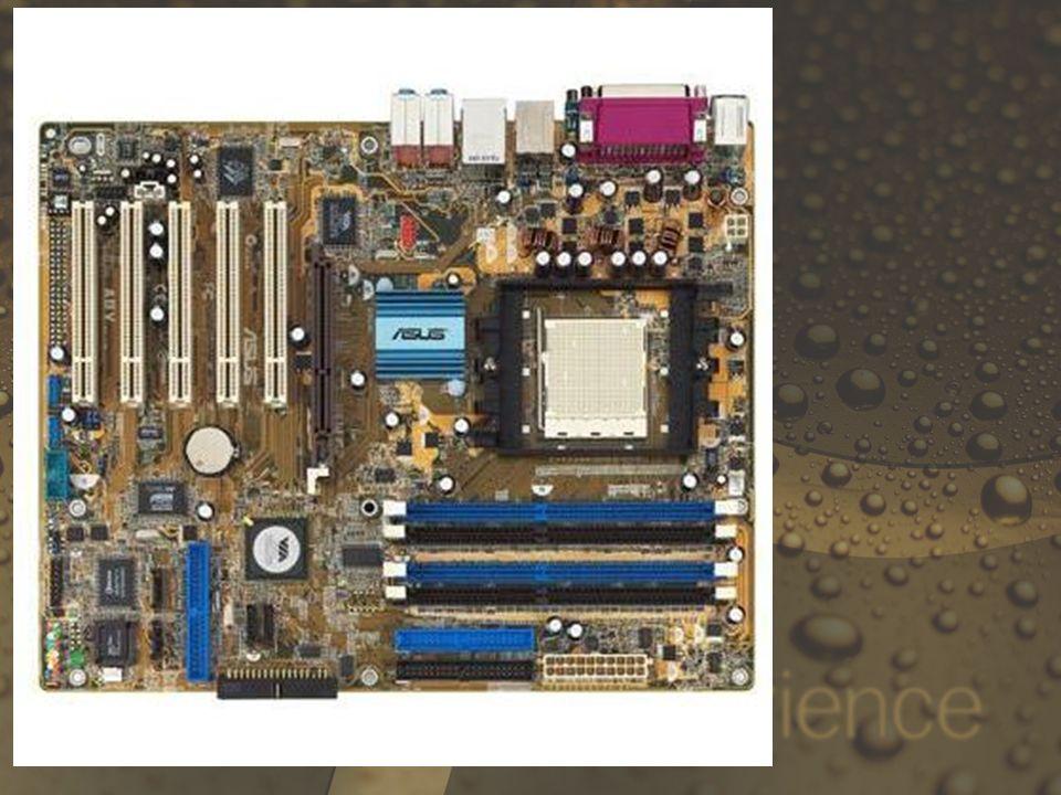 Características: Panel de conectores de E/S externo, integrado y de doble altura: En la parte de atrás de la tarjeta madre se incluyen un área de conectores apilados de E/S que evita usar cables y deja ranuras libres.