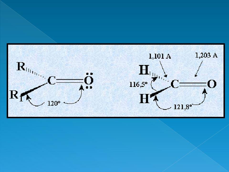 Los aldehídos y cetonas poseen un elevado momento dipolar que hace que existan entre sus moléculas intensas fuerzas de atracción del tipo dipolo-dipolo, por lo que estos compuestos tienen puntos de fusión y de ebullición más altos que los de los hidrocarburos de análogo peso molecular.