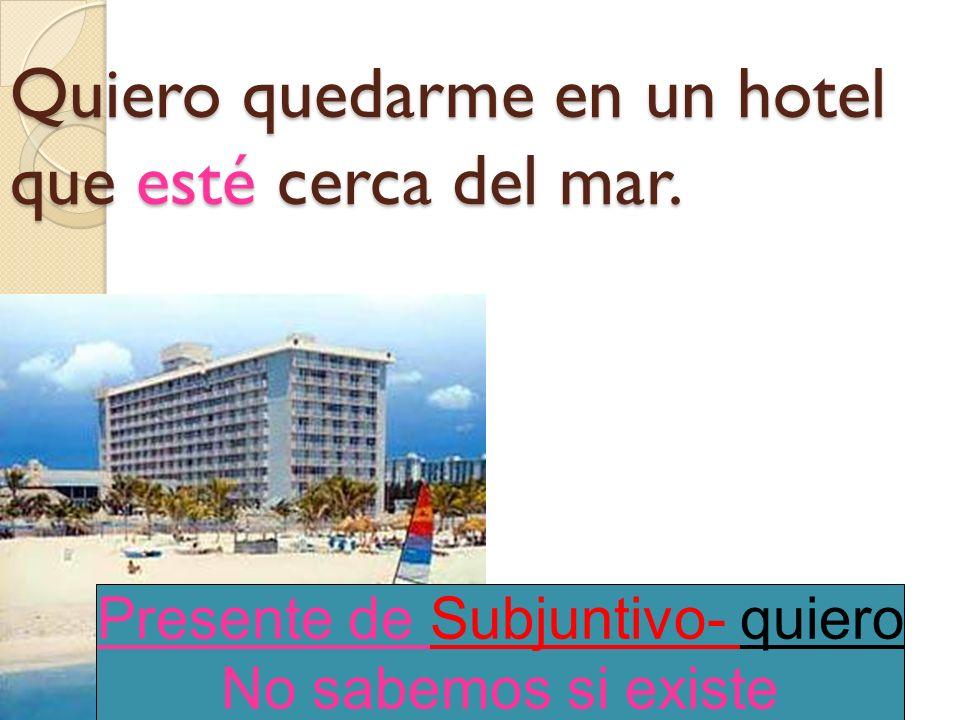 Quiero quedarme en un hotel que (estar) cerca del mar.