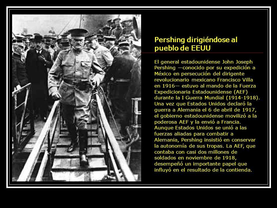 Pershing dirigiéndose al pueblo de EEUU El general estadounidense John Joseph Pershing conocido por su expedición a México en persecución del dirigent