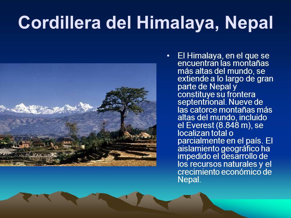 Cordillera del Himalaya, Nepal El Himalaya, en el que se encuentran las montañas más altas del mundo, se extiende a lo largo de gran parte de Nepal y