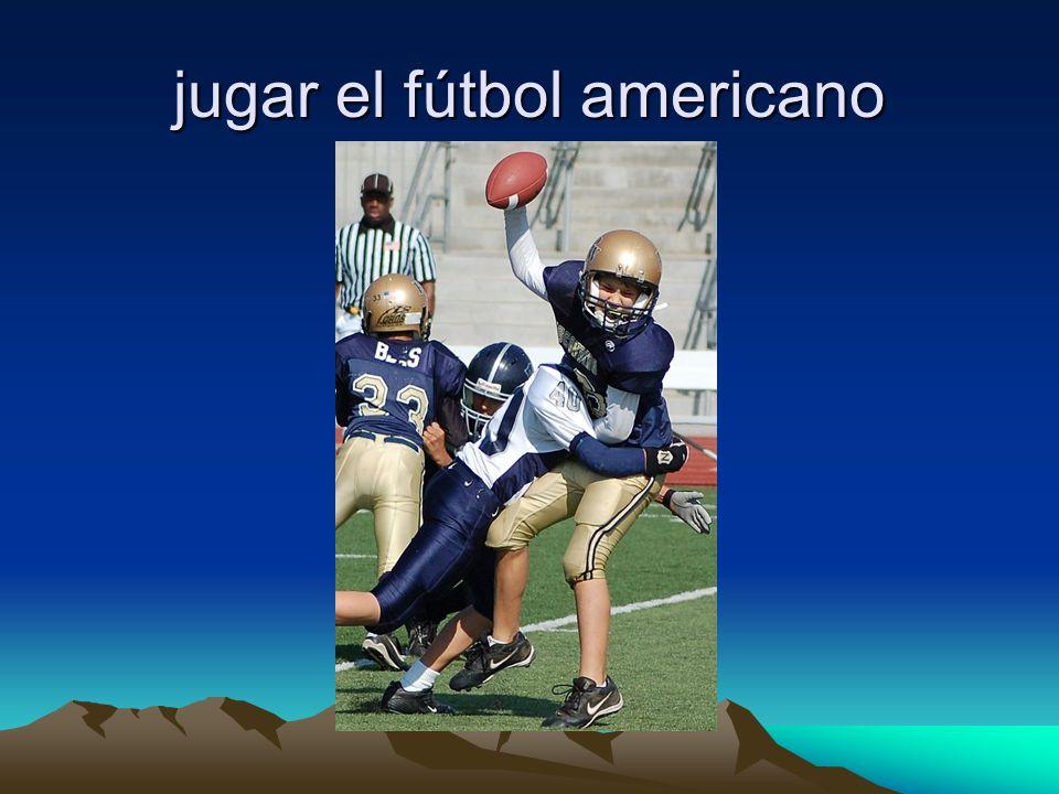 jugar el fútbol americano