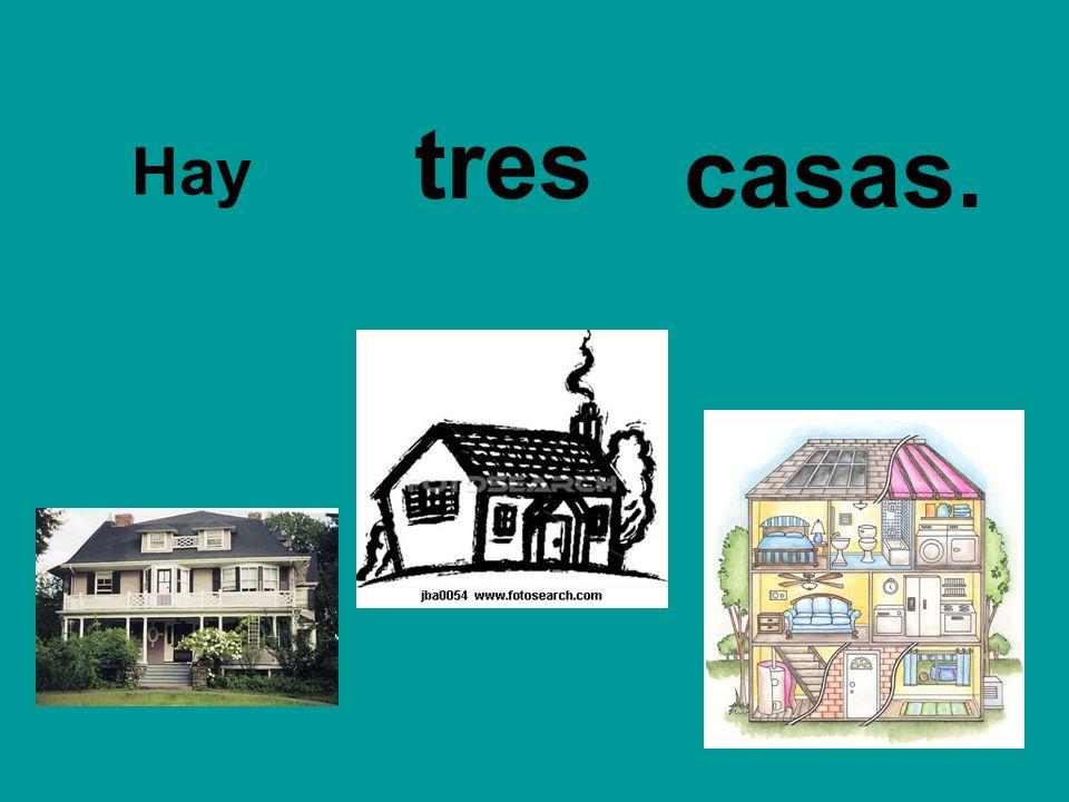 Hay tres casas.