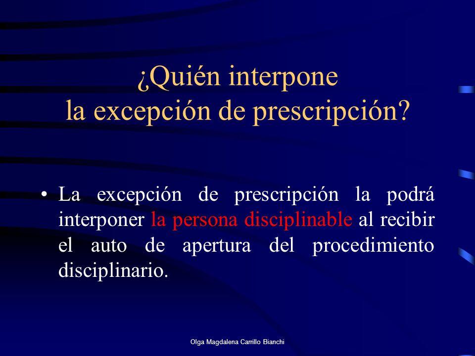 ¿Quién interpone la excepción de prescripción? La excepción de prescripción la podrá interponer la persona disciplinable al recibir el auto de apertur