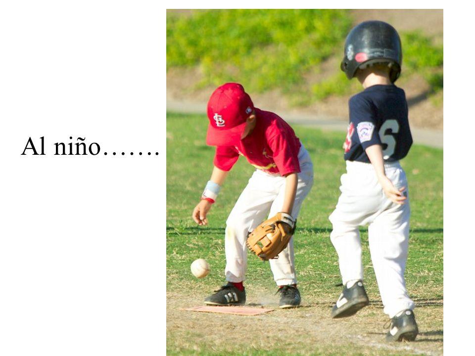Al niño se le cayó la pelota.