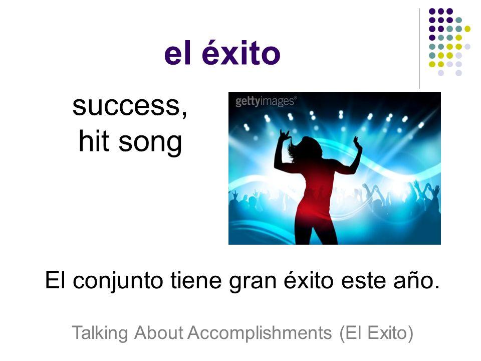 el éxito success, hit song El conjunto tiene gran éxito este año.