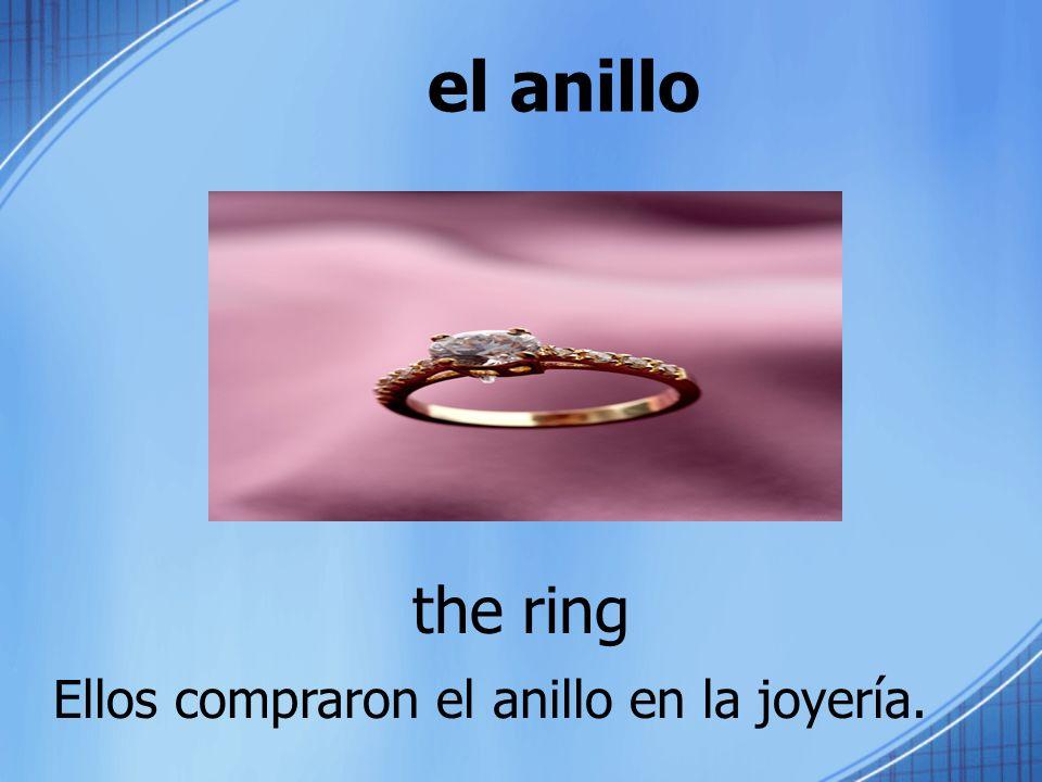 el anillo the ring Ellos compraron el anillo en la joyería.