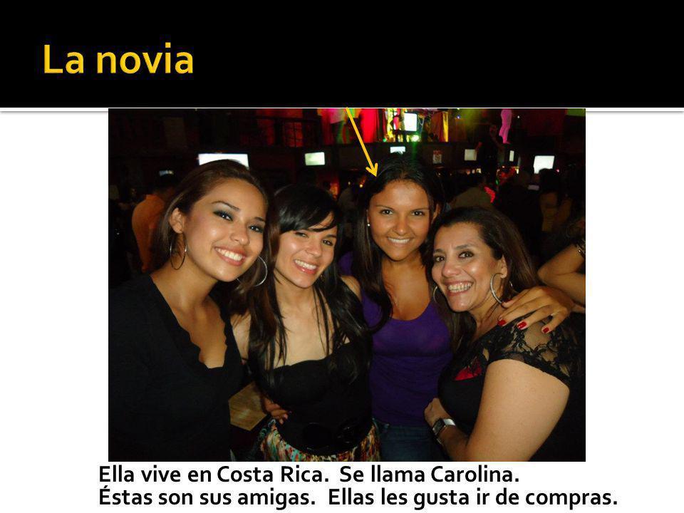 Ella vive en Costa Rica. Se llama Carolina. Éstas son sus amigas. Ellas les gusta ir de compras.