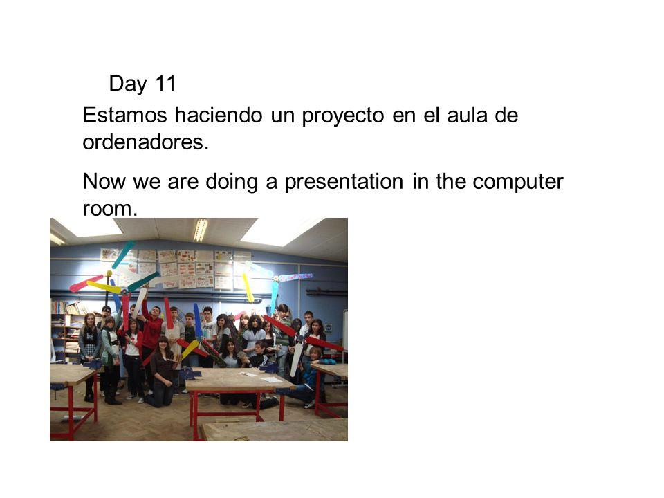 Day 11 Estamos haciendo un proyecto en el aula de ordenadores. Now we are doing a presentation in the computer room.