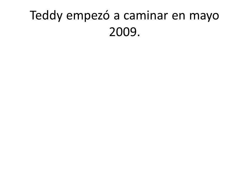 Teddy empezó a caminar en mayo 2009.