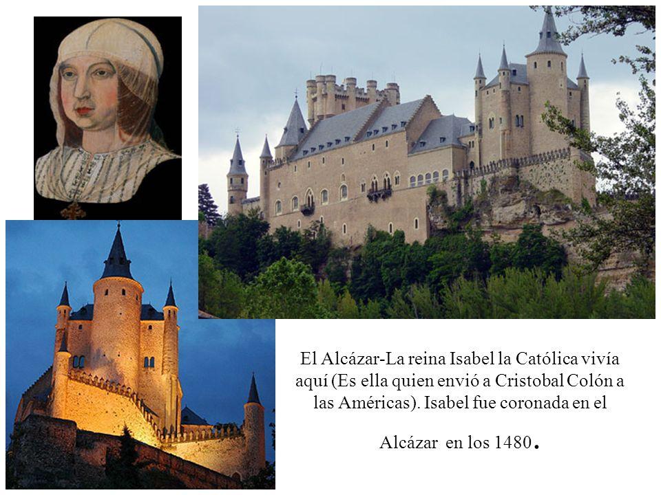 El Alcázar-La reina Isabel la Católica vivía aquí (Es ella quien envió a Cristobal Colón a las Américas). Isabel fue coronada en el Alcázar en los 148