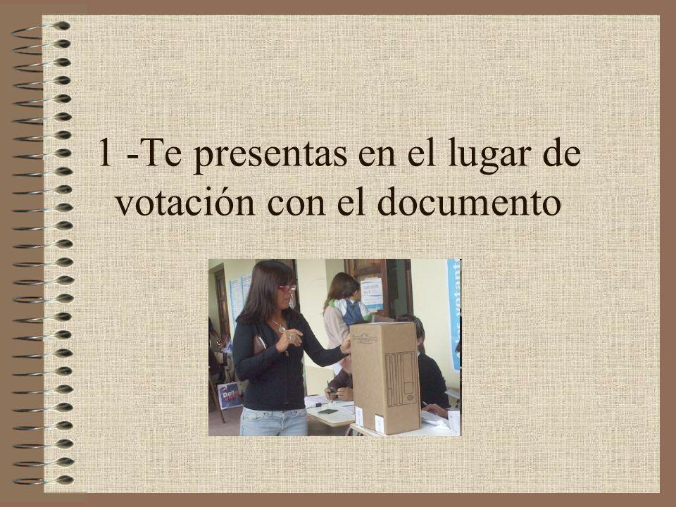 1 -Te presentas en el lugar de votación con el documento