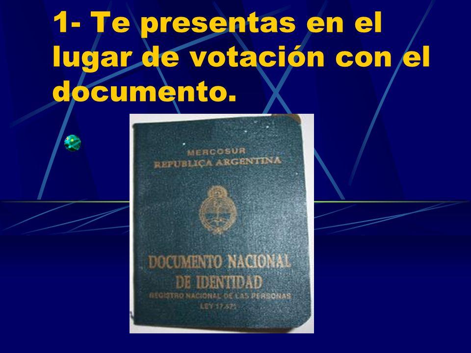 1- Te presentas en el lugar de votación con el documento.