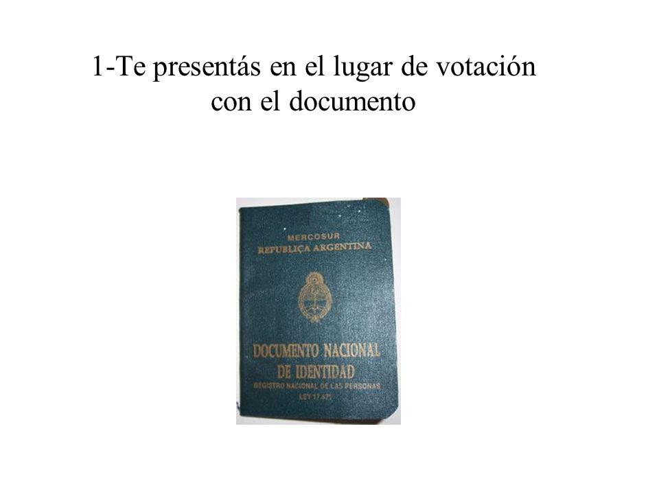 1-Te presentás en el lugar de votación con el documento