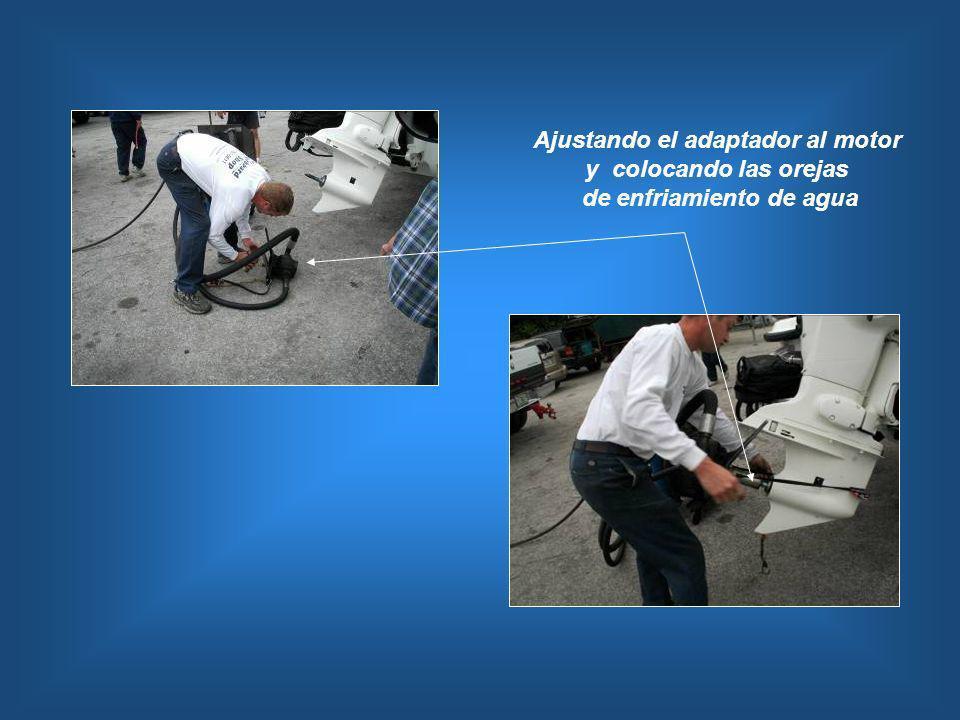 Ajustando el adaptador al motor y colocando las orejas de enfriamiento de agua