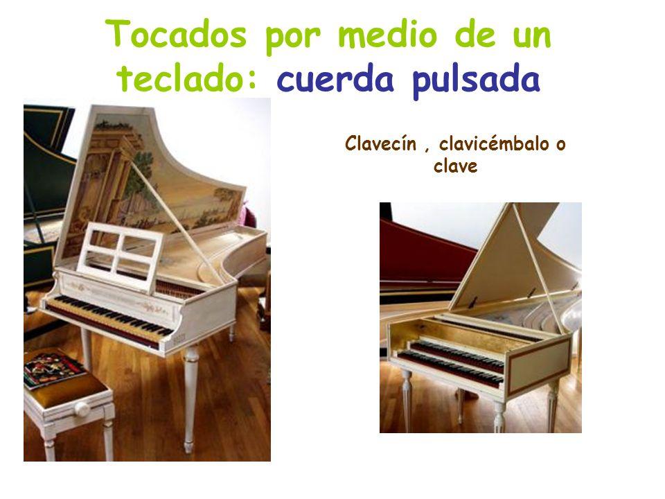 Tocados por medio de un teclado: cuerda pulsada Clavecín, clavicémbalo o clave