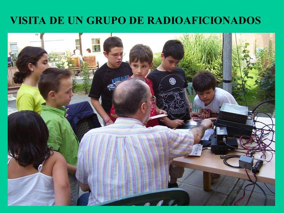 VISITA DE UN GRUPO DE RADIOAFICIONADOS