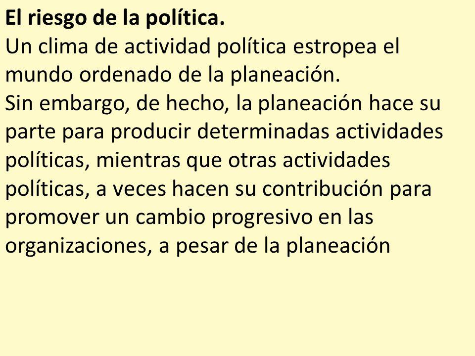 El riesgo de la política. Un clima de actividad política estropea el mundo ordenado de la planeación. Sin embargo, de hecho, la planeación hace su par