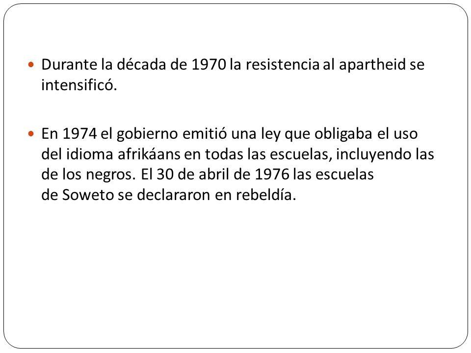Durante la década de 1970 la resistencia al apartheid se intensificó. En 1974 el gobierno emitió una ley que obligaba el uso del idioma afrikáans en t