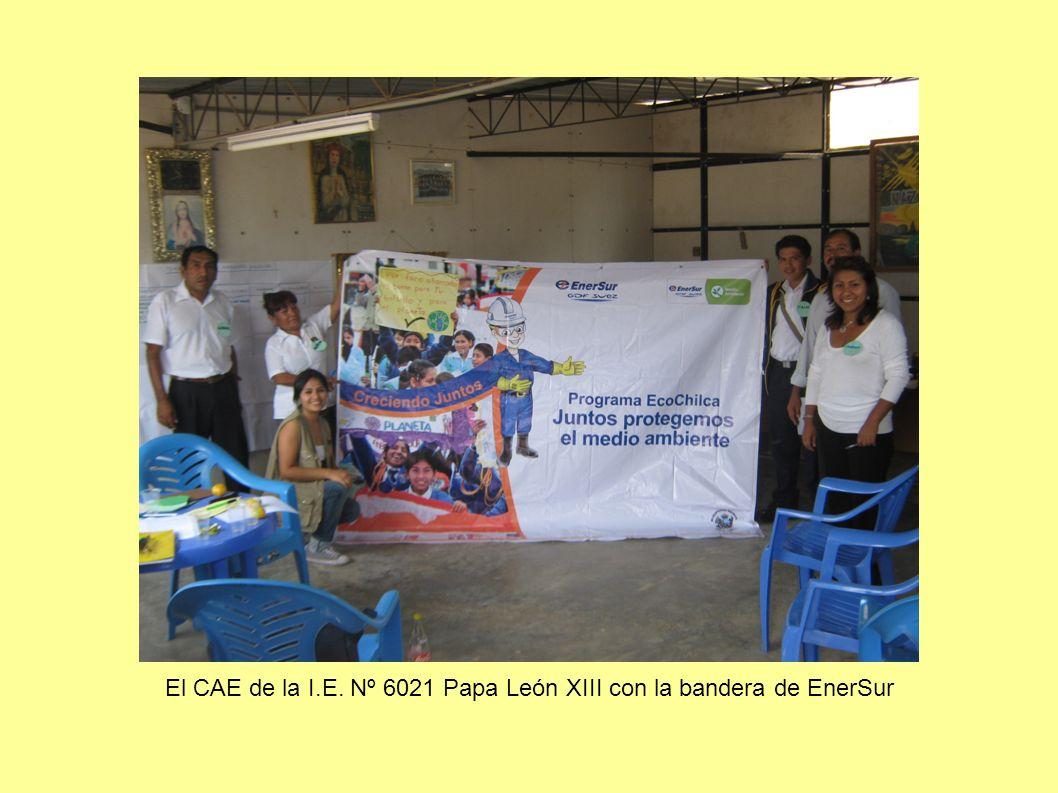 El CAE de la I.E. Nº 6021 Papa León XIII con la bandera de EnerSur