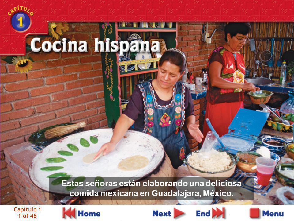 Capítulo 1 1 of 48 Estas señoras están elaborando una deliciosa comida mexicana en Guadalajara, México.