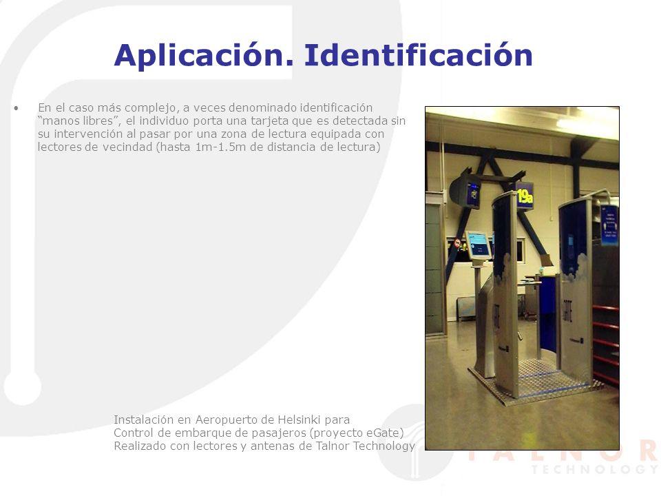 Aplicación. Identificación En el caso más complejo, a veces denominado identificación manos libres, el individuo porta una tarjeta que es detectada si