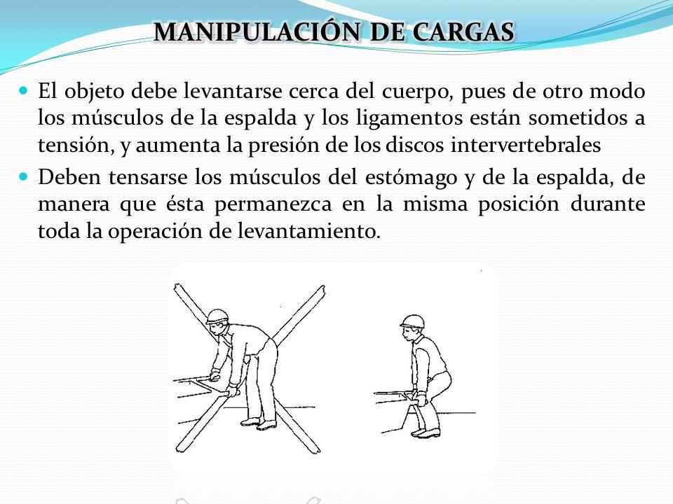 El objeto debe levantarse cerca del cuerpo, pues de otro modo los músculos de la espalda y los ligamentos están sometidos a tensión, y aumenta la pres