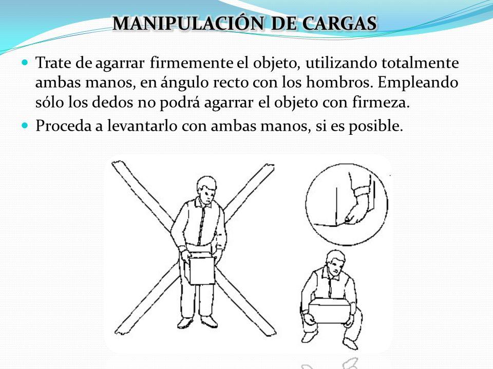 Trate de agarrar firmemente el objeto, utilizando totalmente ambas manos, en ángulo recto con los hombros. Empleando sólo los dedos no podrá agarrar e