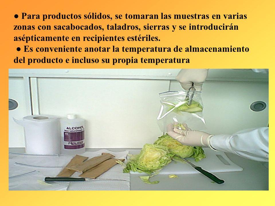 Los alimentos a granel se muestrean tomando porciones de distintas zonas con material estéril y pasándolas asépticamente a envases esterilizados. Si e