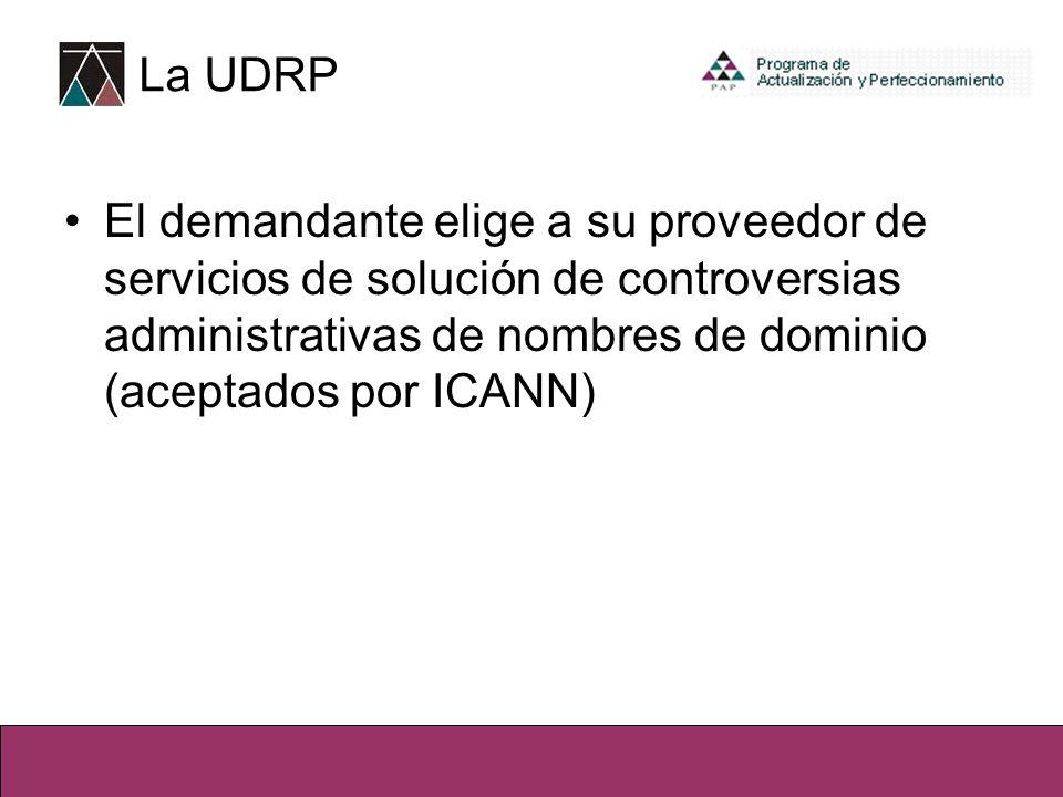 El demandante elige a su proveedor de servicios de solución de controversias administrativas de nombres de dominio (aceptados por ICANN) La UDRP