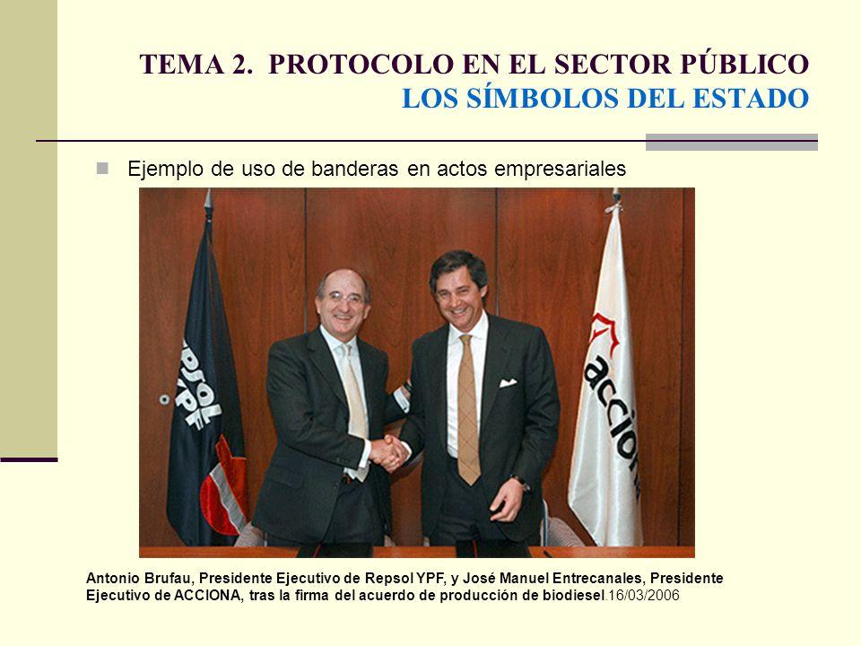 TEMA 2. PROTOCOLO EN EL SECTOR PÚBLICO LOS SÍMBOLOS DEL ESTADO Ejemplo de uso de banderas en actos empresariales Antonio Brufau, Presidente Ejecutivo
