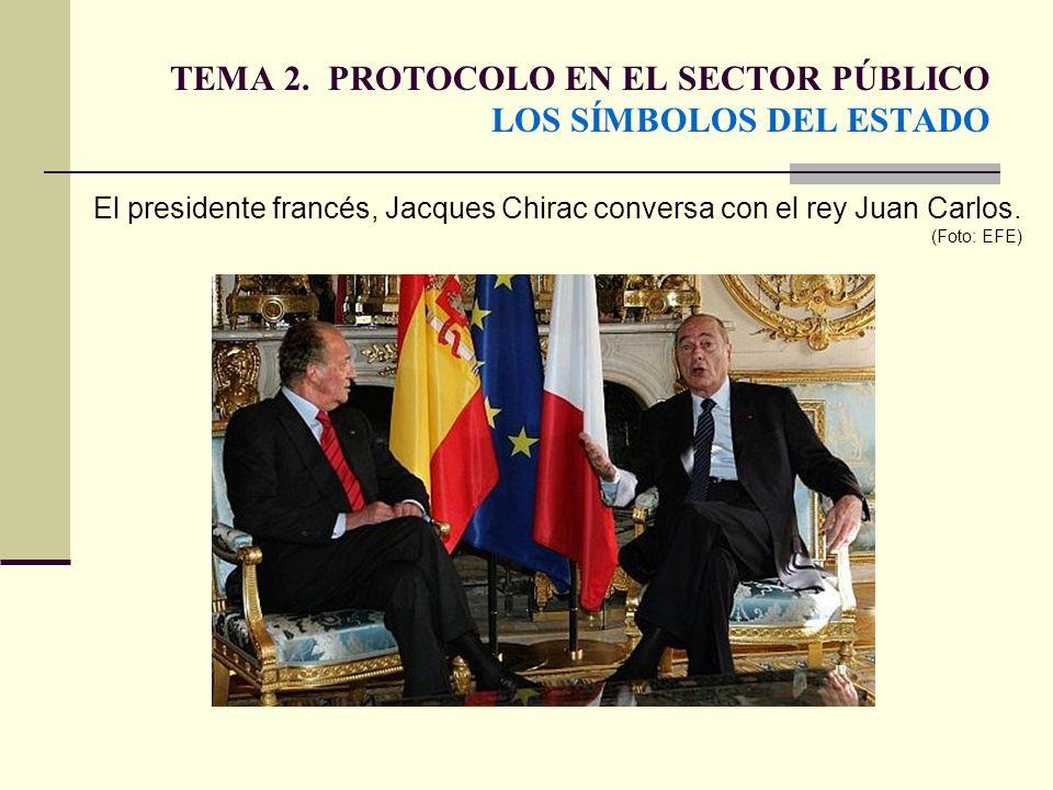 TEMA 2. PROTOCOLO EN EL SECTOR PÚBLICO LOS SÍMBOLOS DEL ESTADO El presidente francés, Jacques Chirac conversa con el rey Juan Carlos. (Foto: EFE)