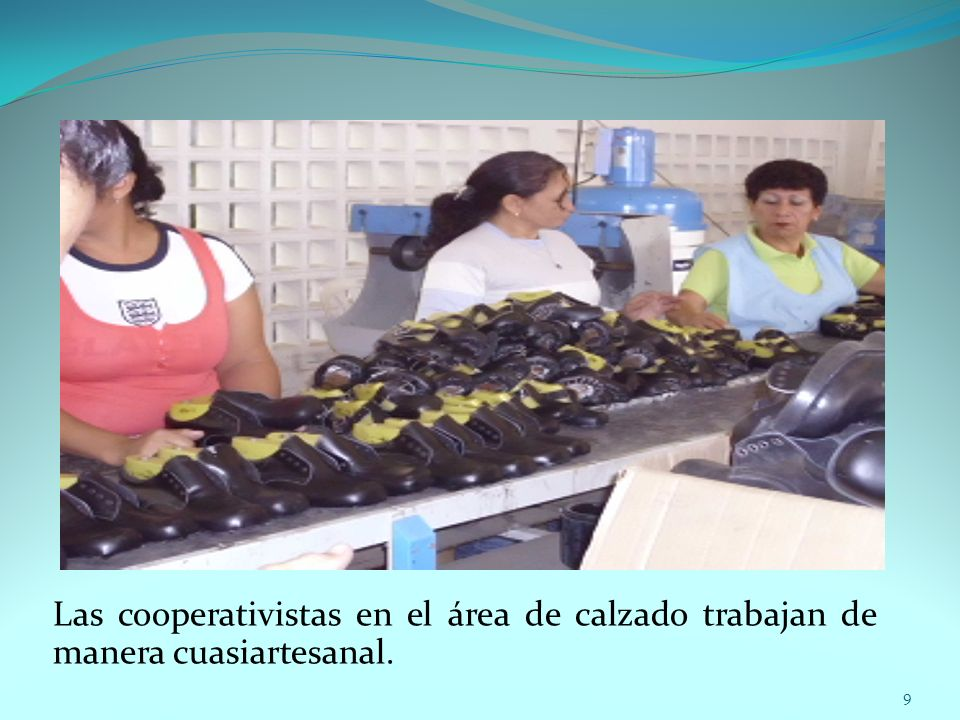 Las cooperativistas en el área de calzado trabajan de manera cuasiartesanal. 9