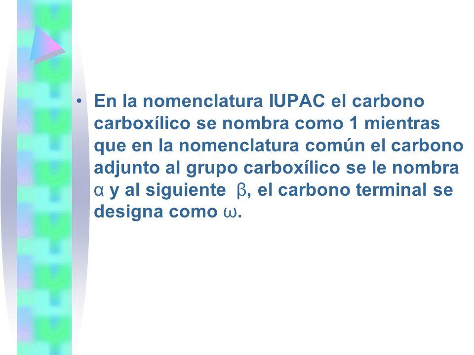 En la nomenclatura IUPAC el carbono carboxílico se nombra como 1 mientras que en la nomenclatura común el carbono adjunto al grupo carboxílico se le n