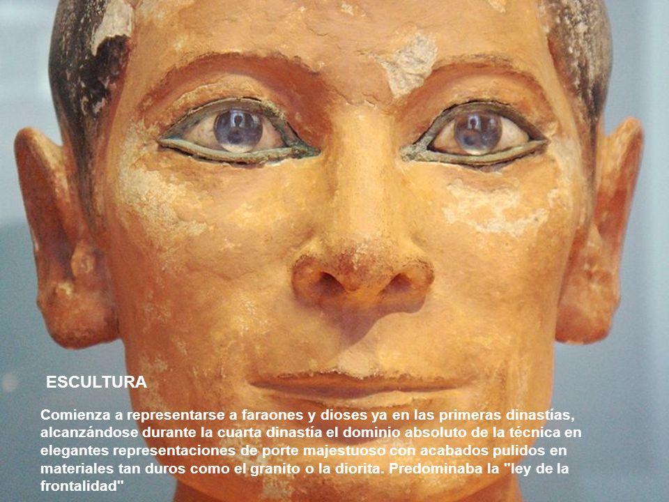 ESCULTURA Comienza a representarse a faraones y dioses ya en las primeras dinastías, alcanzándose durante la cuarta dinastía el dominio absoluto de la