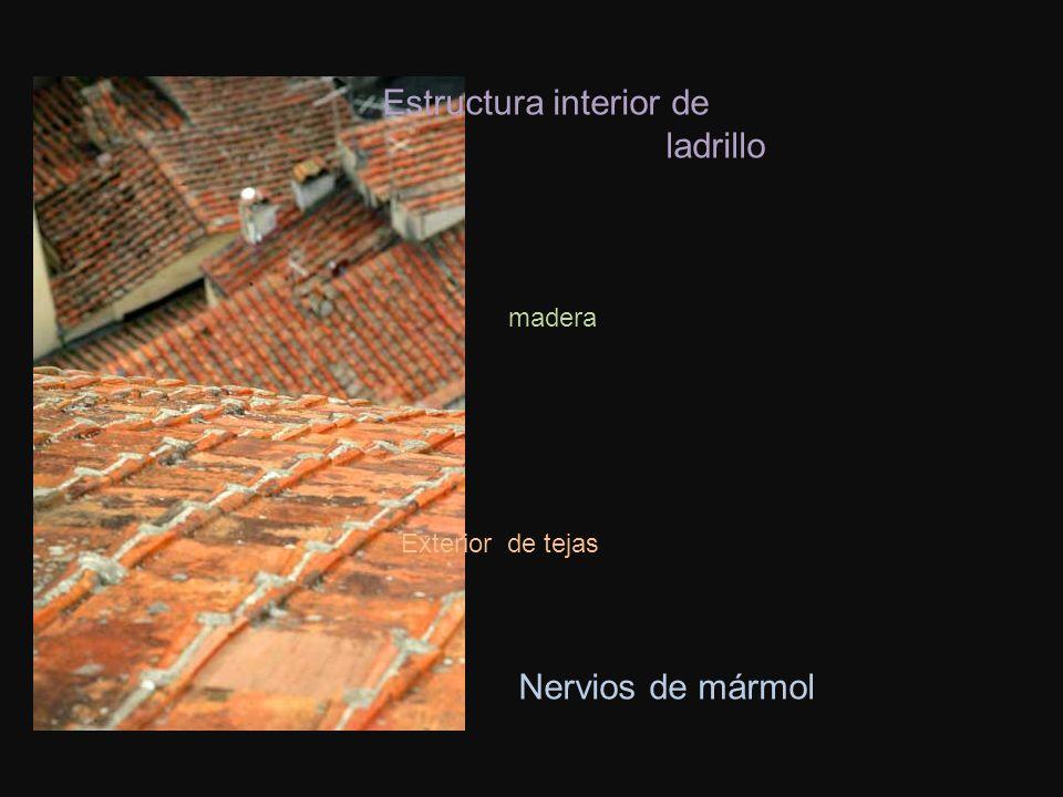 Estructura interior de ladrillo madera Exterior de tejas Nervios de mármol