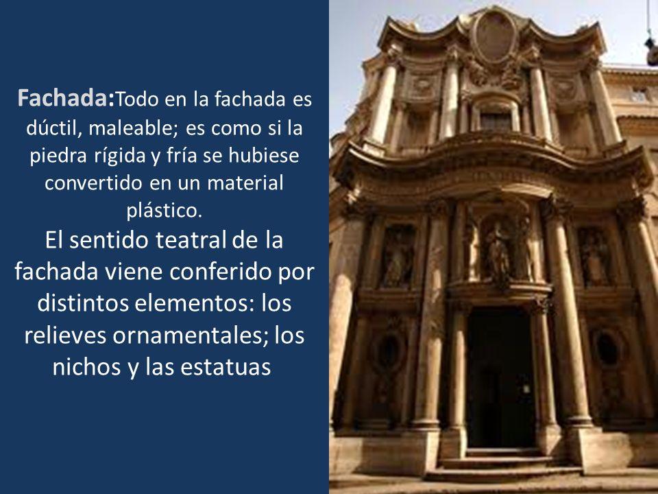 Fachada: Todo en la fachada es dúctil, maleable; es como si la piedra rígida y fría se hubiese convertido en un material plástico. El sentido teatral