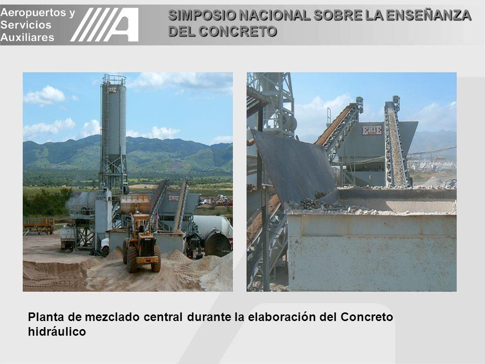 SIMPOSIO NACIONAL SOBRE LA ENSEÑANZA DEL CONCRETO La mezcla elaborada en planta se acarrea al sitio de los trabajos empleando camiones de volteo de 14 m³