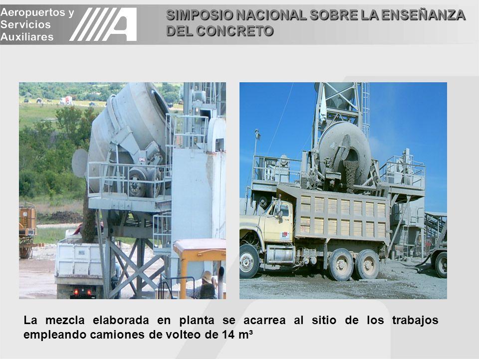 SIMPOSIO NACIONAL SOBRE LA ENSEÑANZA DEL CONCRETO La mezcla elaborada en planta se acarrea al sitio de los trabajos empleando camiones de volteo de 14