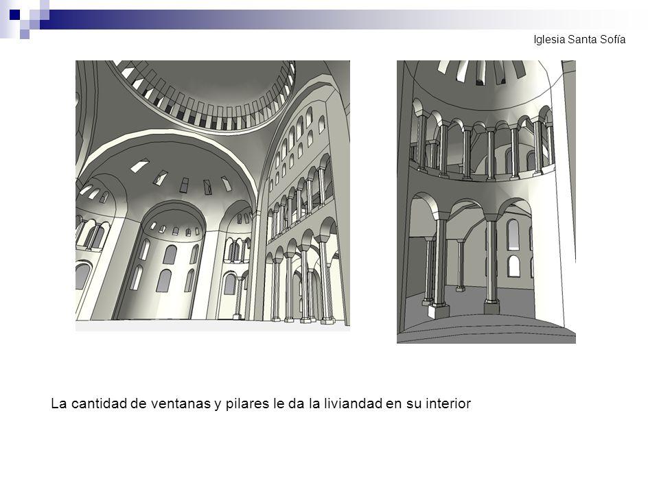 La cantidad de ventanas y pilares le da la liviandad en su interior Iglesia Santa Sofía