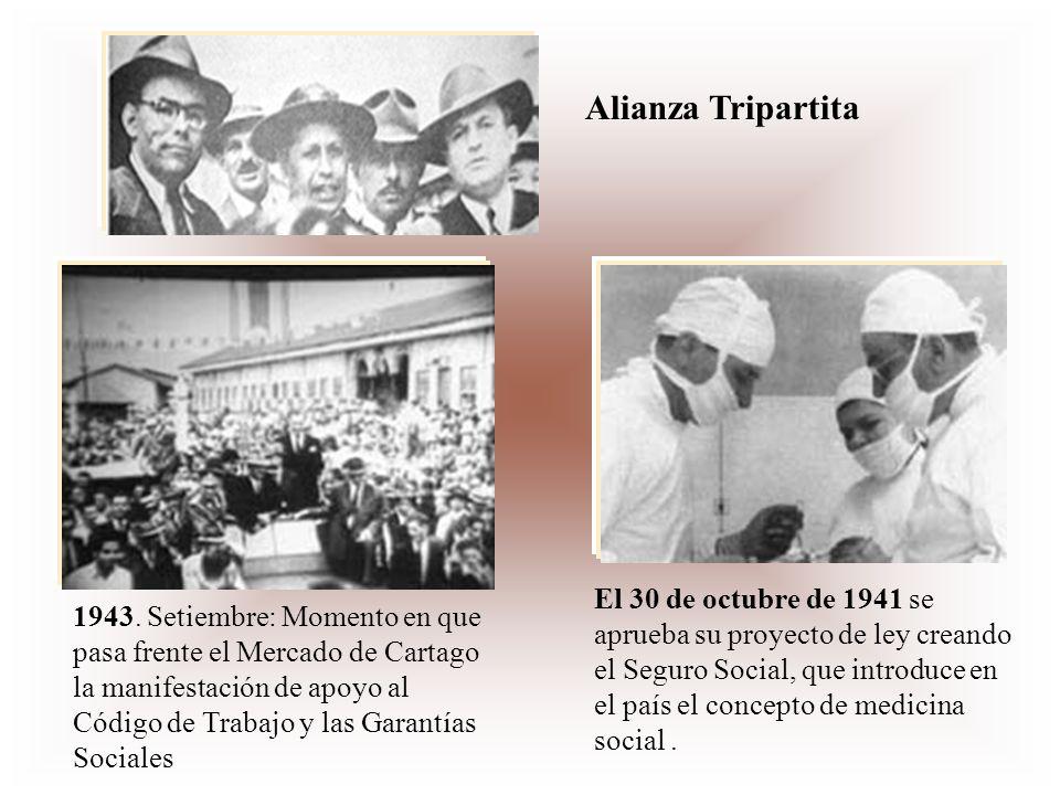 1943. Setiembre: Momento en que pasa frente el Mercado de Cartago la manifestación de apoyo al Código de Trabajo y las Garantías Sociales El 30 de oct